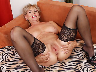 Aged mature Inke lubes and dildo pumps her pussy